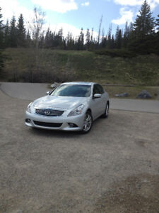 2010 Infiniti G37x Luxury Sedan (incl winter/summer tire/rims)