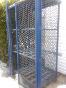 Cage en métal