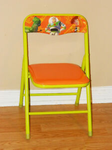 Toy Story folding chair & Toy Story Buzz Key Chain