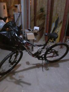 Men's 21 speed Mountain Bike (2018) comes with bike lock.