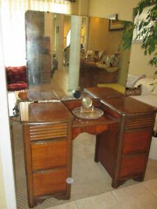 GORGEOUS Antique Middlesex SOLID WALNUT Vanity/Desk w/ Mirror