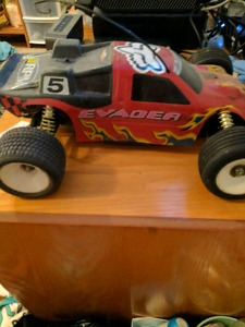 2 rc cars and misc parts