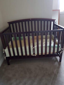 Graco Baby Crib+Mattress with cover+all around side protector