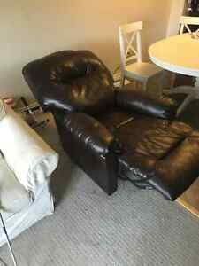 Leather Electric Reclining Chair Kitchener / Waterloo Kitchener Area image 8