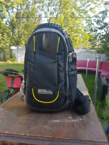 National Geographic insulated shoulder pack 15$