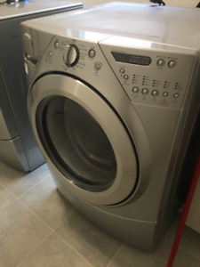 Electric Washer and Gas Dryer Whirlpool Set