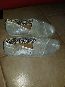 Selling new Toms shoes