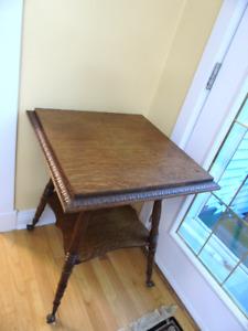 ANTIQUE PARLOR QUARTERED  OAK TABLE 24 X 24