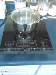 Kuraidori Induction cook top (1800 watts) with cooking pot
