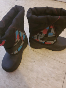 BOYS BOOTS SIZE 7T