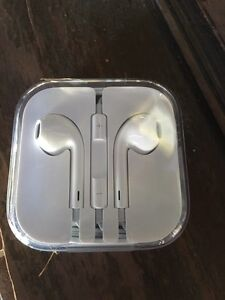 iPhone 5SE earbuds