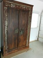 WOW.....ARMOIRE  INDIENNE ANCIENNE