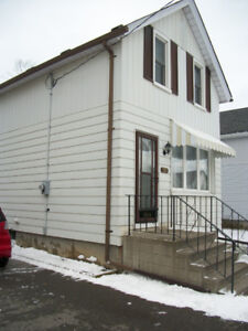 3 Bedrooms detached house for sale in Oshawa-well maintained