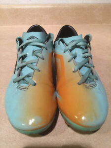 Youth Umbro GT Outdoor Soccer Cleats Size 4 London Ontario image 5