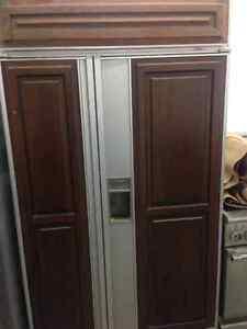 Huge subzero refrigerator Cambridge Kitchener Area image 1
