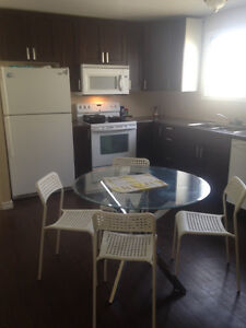Large room for rent avaiable now - Special 550.00 Edmonton Edmonton Area image 3