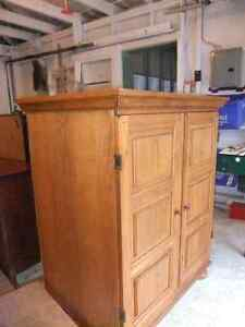 solid wood and veneer small wardrobe in exc cond Cambridge Kitchener Area image 4
