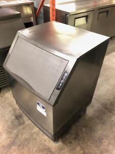 130lb Manitowoc ice machine ( like new ! ) just in for only $1595 !