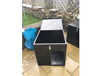 Aluminium dog house