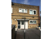 3 ABOVE SHOP FLAT: CHURCH ST STRATFORD E15 3HX £1500 EXCLUDE BILLS