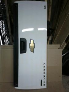 Tailgate truck
