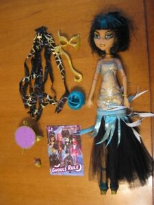 MONSTER HIGH DOLLS OPERETTA AND CLEO DE NILE