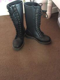 Dr Marten Boots Size 4
