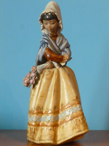 Figurine Lladro paysanne-country girl  # 3505