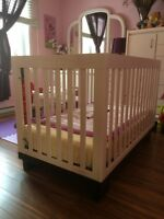 Great condition modern crib with matress