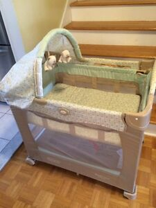 Graco Travel Lite Crib/Pack and Play with stages