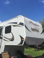 2015 PREMIER TWO BEDROOM FIFTH WHEEL 42FT must sell now!!!