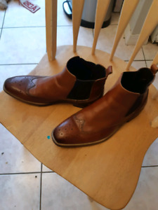 Town shoes size 10