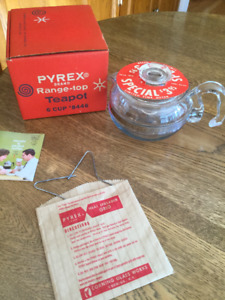 Vintage Pyrex  6 cup Glass Teapot with Box 8446-B