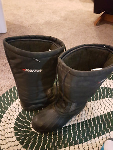 Winter boots baffin  size 12 used