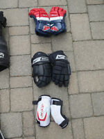 boys hockey gloves/elbow pads