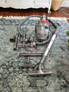 Dyson dc21  lots of attachments