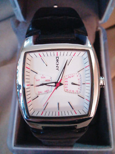 DKNY mens polished chrome stainless,black leather watch Like new