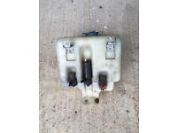 1997 3.9 V8 Land Rover Discovery 1 washer bottle and pumps.