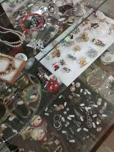 Shop Canada's largest antique mall 600 booths PLUS Jewelry  Stratford Kitchener Area image 3