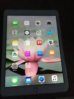 Apple Ipad Air 2 16 gb. 10/10. White and Gold