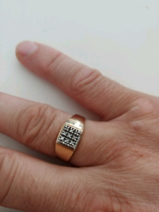 Mens 10 k gold diamond ring