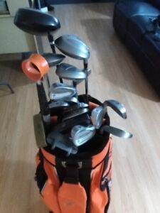 SAC DE GOLF COMPLET ''HOOTERS'' ( DROITIER )