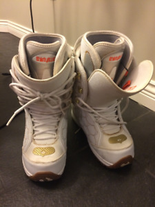 Womens Snowboard Boots. Size 7US. Thirty-Two Brand