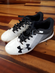 Under Armour Baseball Cleats - size 5.5