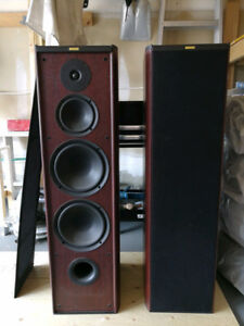 MINT Pair of Jamo Classic 10 Floor Tower Speakers 280 Watts