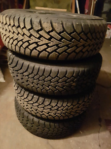 195/65/r15 tires LIKE NEW