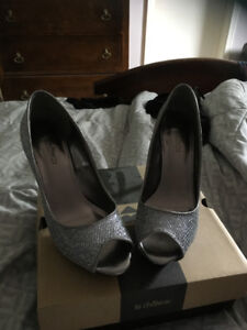 LE CHATEU SILVER HEELS