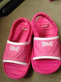 Everlast flip flops size 6-7