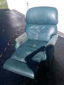 LAZYBOY RECLINER FOR SALE. 50$