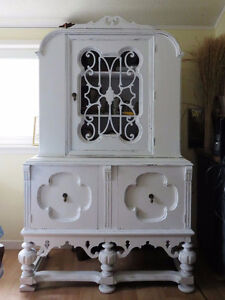 Exquisite Shabby Chic Antique Vintage White China Cabinet
